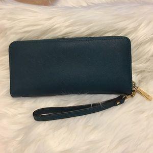 d5b60e9e02ad MICHAEL Michael Kors Bags - Michael Kors Jet Set Travel Continental Wallet